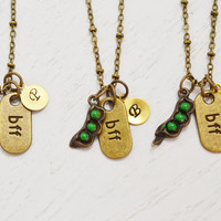 personalized pea pod,initial necklace,bff gift,best friend necklace,custom mother necklace,3 children peas in a pod,custom monogram,family