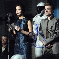 HUNGER GAMES (Jennifer Lawrence & Josh Hutcherson) 8x10 Cast Photo Signed In-Person