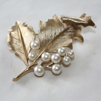 VintageTrifari Brooch, Pearl Leaf Brooch, Trifari Goldtone Jewelry, Designer Brooch. 1950s Jewelry
