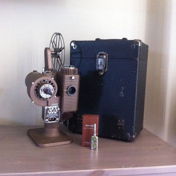 Antique Revere De Luxe 8mm Model 85 Film Projector with carrying case and accessories, vintage working condition movie projector
