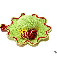 Green and Red crochet hat pincushion, Cappellino puntaspilli verde e rosso all'uncinetto