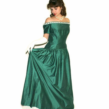 SALE Vintage Prom Dress. Emerald Maxi Dress. Off the Shoulder Mad Men Evening Dress. Size Large. Emerald White. Wedding. Shark Skin.