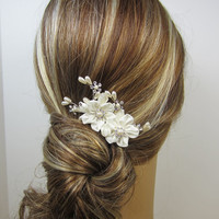 Pearl Flower Bridal Comb Bridal hair comb by adrianasparksacc