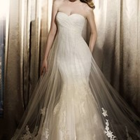 Finistere by Pronovias,