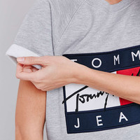 UO Exclusive Tommy Jeans Short Sleeve Grey Sweatshirt - Urban Outfitters