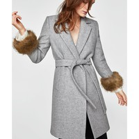 COAT WITH TEXTURED CUFFS DETAILS