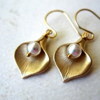 Calla Earrings. Gold Lilly Pearl Earrings Bridal Birthday Bridesmaids gift Mother Maid of Honor Wedding Jewelry Bridal Special Fall Earrings