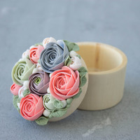 Pink Grey Green Rose Flower Ring Box Wooden Round Decorated Engagement Ring Holder Ring Case Wedding Bridal Birthday Gift Decor