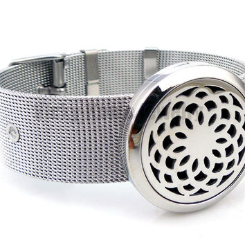 Round Silver Lotus Flower (30mm) Barcelet Aromatherapy / Essential Oils Diffuser Stainless Steel Locket Bracelet