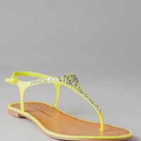 CHINESE LAUNDRY SHOES, GLISTEN T-STRAP SANDAL IN LIME