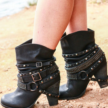 SWANKY BOOTIES IN BLACK
