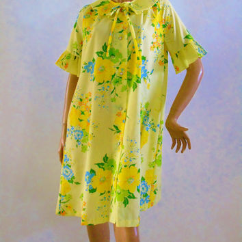 Smart Time Robe , Snap Down Sunshine Yellow Floral Housecoat ,  Vintage House Dress , Patio Duster,  ILGWU Union Label