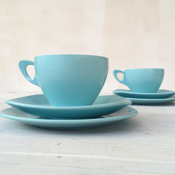 Picnic time! iconic 1950s blue melaware style tea trio: cup, saucer and side plate for 2 people. American Mawston brand.