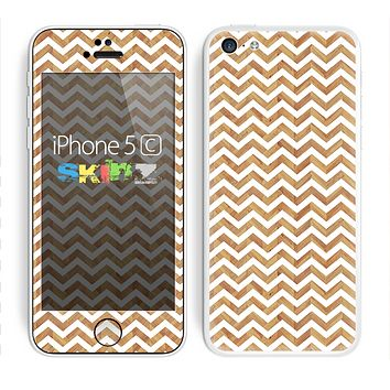 The Wood & White Chevron Pattern Skin for the Apple iPhone 5c