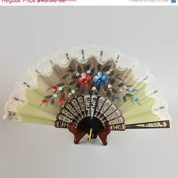 On Sale Vintage / Victorian / Hand Painted / Linen Fabric / Floral / Folding Hand Fan / with Lace Trim