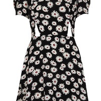 Daisy Print Cutout Teadress - New In This Week - New In - Topshop