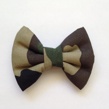 SALE - Camouflage Bow (Handmade Bow / Bow Tie / or Headband)