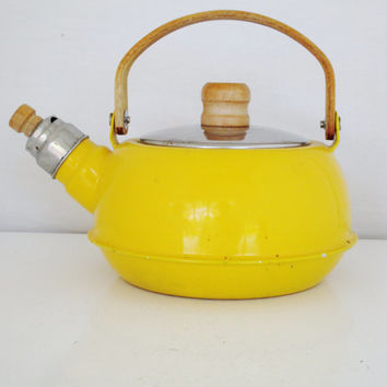 Enamel Tea Kettle Mid Century Yellow Teapot with Wood Handle and a Whistle Vintage Enamel Teapot Retro Yellow Whistling Tea Kettle