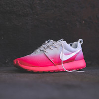 NIKE WMNS Roshe Run Print - Light Base Grey / Geranium
