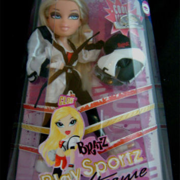 Bratz Play Sportz Xtreme Kick Boxing Cloe Accessories Helmet Uniform Blonde NIB