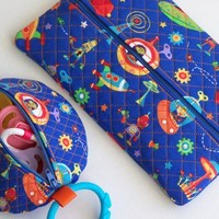 Boys Zippered Paci Pod Baby Wipes Case Binky Pacifier Gift Set Bots N