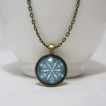 SNOWFLAKE Pendant NECKLACE ~ BLUE Snowflake Print ~ 25mm  1 inch ~ 24 Inch Chain ~ Glass Dome Pendant ~ Picture ~ Bronze ~Glass Cabochon