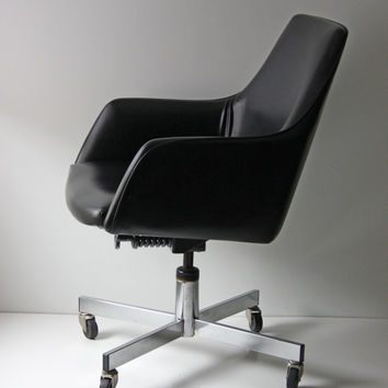 vintage black leather and chrome swivel office chair
