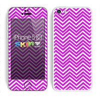 The Hot Pink Thin Sharp Chevron Skin for the Apple iPhone 5c