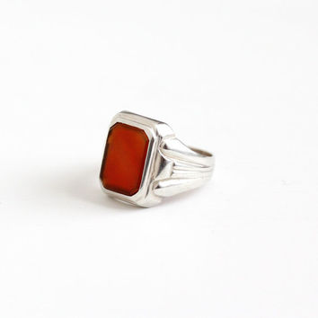 Vintage Art Deco 835 Silver Carnelian Men's Ring - Size 11 Antique 1930s Dark Red Maroon Gemstone Statement Linear Embossed Jewelry
