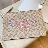 GUCCI 2020 New Classic Snake Print Retro Clutch Wash Bag