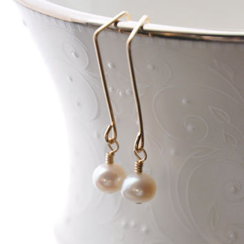 Gold Pearl Earring, Minimalist Wire Jewelry, Modern Wedding Earrings, Freshwater Pearls