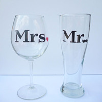 Mr and Mrs Wedding Gift / Wedding Wine Glass Set / Engagement Gift / Bridal Shower Gift / Bride to Be / Beer and Wine Glass Set