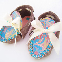 colourful BABY MOCCASINS, off grey/ light brown leather baby shoes with a special tongue, newborn shoes, infant shoes, shower gift