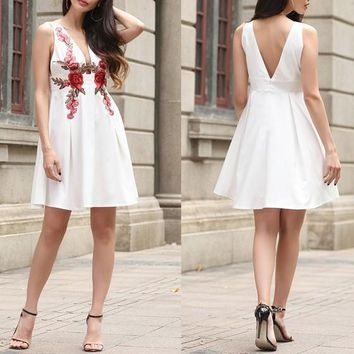 White Flowers Embroidery Pleated Zipper Cleavage Open Back Mini Dress