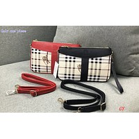 Burberry sells trendy ladies'checkered one-shoulder shopping bags