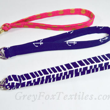 Add on - add a removable wrist strap to your order. This is for the wrist strap ONLY. Does not include handbag.