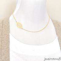 new leaf gold necklace, everyday necklace, modern look, bridesmaid necklace, gold leaf necklace, sideways, horizontal