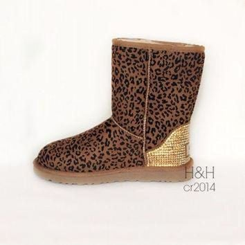 CREY1O Women's Classic UGG boot in Chestnut Leopard with approx.1500 Golden Shadow Swarovski