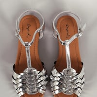 Qupid Metallic Peep Toe Fisherman Flat Sandal