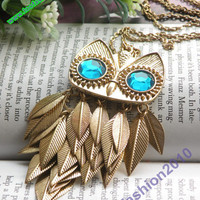 Pretty retro gold blue eyes owl with feathers necklace pendant vintage style