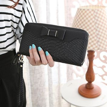 Women Long Purse With Hand Strap Solid Color PU Leather Zipped Crocodile Skin Pattern Card Holder Ladies Girls Wallets P