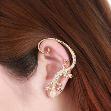 One Piece of Punk Style and Stylish Diamante Gekko Japonicus Earring For Women   Golden