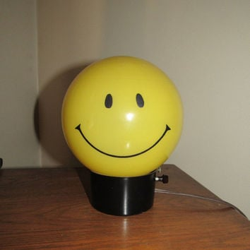 Classic 60s Yellow Globe Smiley Face Lamp //Mid Century Mod Circular Desk Light // Groovy Vintage Decor