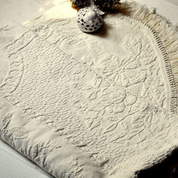 Vintage Matelasse Bedspread Bed Linens Cream Coverlet Full Queen Fringed Embossed Pattern Blanket Bedding