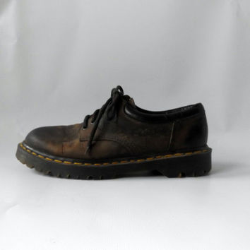 90s Grunge Dr Marten Oxford Shoes Vintage Brown Leather Lace Up Made In England Mens Size US 9 1/2 UK 9 1990s Punk Docs Hipster Combat Boot