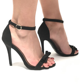 Tip Toe Bow Heels In Black