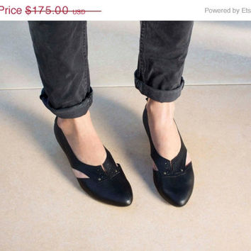 SALE 30% Off Womens Flats, Womens Shoes , Low-Heel Cut-Out Oxfords , Womens Lace Ups