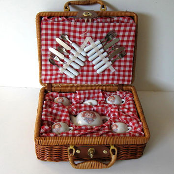 SALE, Child's Raggedy Ann Miniature Tea Set w/ Picnic Basket, Vintage toy, kids