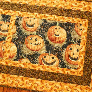 Halloween Table Runner, Jack-o-Lanterns, Quilted Table Runner, Pumpkins and Fall Leaves, Orange and Black, Halloween Decoration