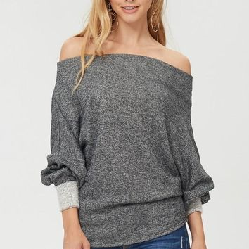 Off-Shoulder Exposed Fleece Sweater (Charcoal)
